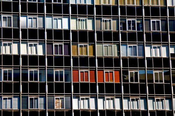 Aanbestedingsplicht voor woningcorporaties?
