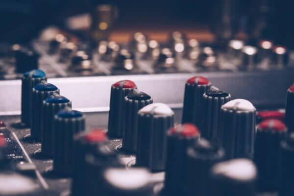 Handhaving van het concurrentiebeding: heeft de werknemer recht op een vergoeding?
