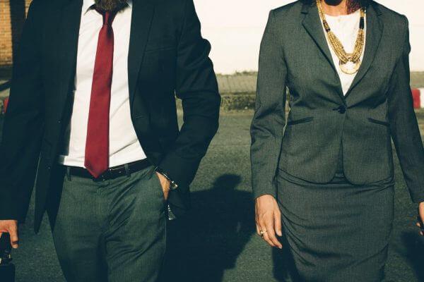 Seksuele intimidatie door fractielid geen ernstig verwijtbaar handelen wel verstoorde arbeidsrelatie