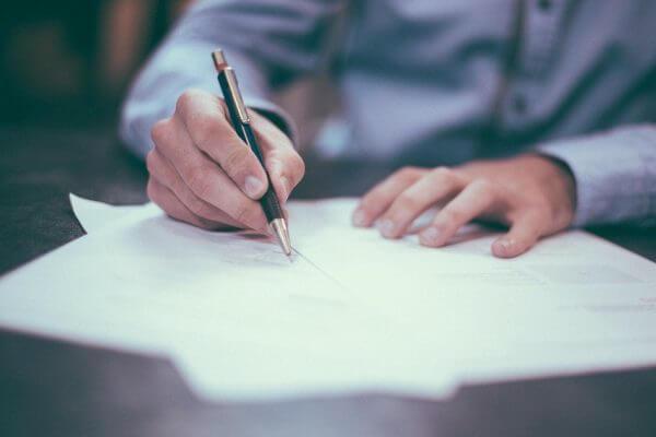 Fraude valt niet onder het finaal kwijtingsbeding in de vaststellingsovereenkomst met werknemer