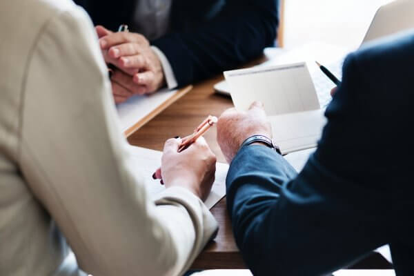 De RVU-toets: voorkom een eindheffing van 52% op een vertrekregeling voor een oudere werknemer