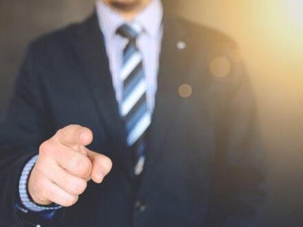Verdenking dat de partner van werkneemster fraude heeft gepleegd, zorgt voor ontslag