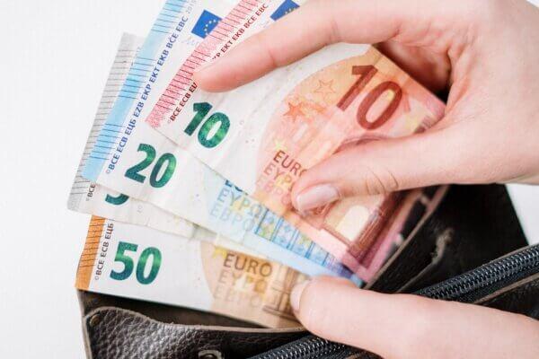 Inlener niet gehouden volledige loonkosten van uitzendkrachten te betalen indien uitzendbureau gebruik maakt van de NOW-regeling