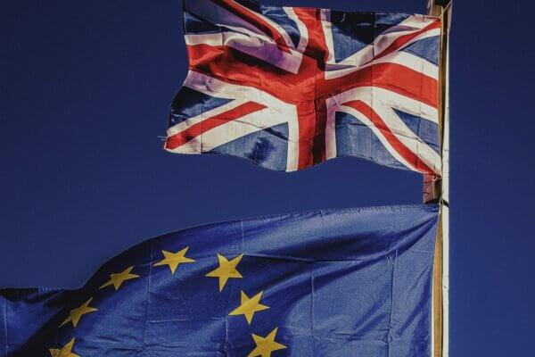 Van 'America First' naar 'Buy British' – het UK aanbestedingsrecht gaat op de schop, kan je als Nederlandse onderneming straks nog meedoen?